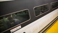 """""""En vez de ayudar, prendemos el celular"""": Hombre asalta sexualmente a mujer en tren de Filadelfia mientras los pasajeros grababan"""