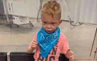 Aerolínea niega a niño con autismo regresar de Florida por no usar máscara