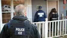 Legisladores de California aprueban medida que impide a la policía local colaborar con agentes de ICE