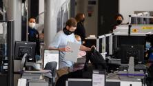 Aumenta el costo de las multas para quienes no porten una mascarilla en aeropuertos o entornos cerrados de transporte