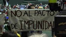"""""""Juicio a Peña"""": la protesta de unos diputados durante la toma de posesión de AMLO"""
