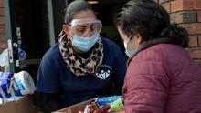 Cómo el covid-19 llevó a que los hispanos sufrieran el peor descenso en la esperanza de vida en EEUU