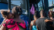 """""""Van a Florida"""": el destino final de inmigrantes haitianos que llegan a San Antonio"""