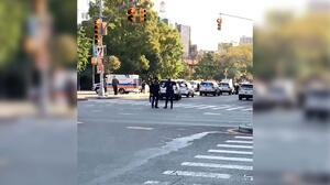 Policía dispara contra un hombre armado con cuchillos en Nueva York
