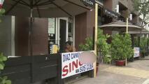 Dueño de un restaurante en Miami denuncia que lo está acosando por tener un cartel en apoyo al pueblo cubano