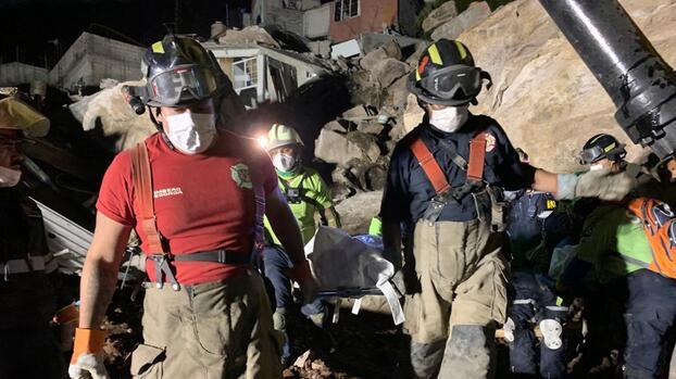 """Encuentran los cuerpos de una madre y su hijo de 5 años """"bajo una piedra de 200 toneladas"""" en el derrumbe del Cerro del Chiquihuite"""