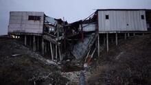 Pensaban que nunca se derretiría: paisajes deformados y las casas colapsadas por el deshielo del Ártico