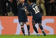 PSG se lleva el duelo de potencias con el debut goleador de Messi