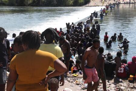 Este es el recorrido de los migrantes haitianos hasta Texas: la crisis humanitaria que se vive en Del Río