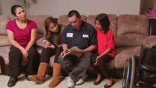 Padres ejemplares: Sus limitaciones físicas no les impiden ser los mejores