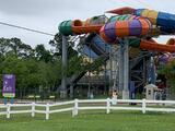 Reabre parque acuático tras el derrame químico que intoxicó a 28 personas en Houston