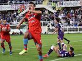 Hirving Lozano lidera la Serie A en goles y asistencias como visitante con Napoli