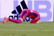 ¡Atroz pifia! 'Regalito' del portero y Cifuentes hace el 1-0 para LAFC