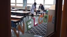 Miles de estudiantes regresan a clases presenciales en Chicago en medio de la realidad del covid-19