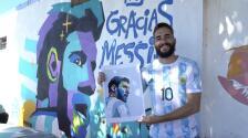 Fan brasileño apoya a Messi y recrea un mural en su honor