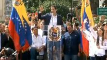 El momento en el que Juan Guaidó se juramenta presidente interino de Venezuela