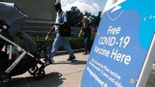 En un minuto: EEUU llega al 70% de adultos vacunados contra covid-19 con al menos una dosis frente al avance de variante delta