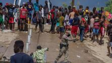 """""""Sueño truncado"""":  EEUU regresa en avión a miles de migrantes haitianos que acampaban en la frontera"""