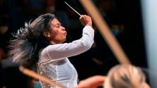 Venezolana pasa de vender fruta en un mercado en su país a dirigir una orquesta en París en tan solo tres meses