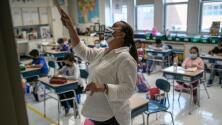 """""""Se vacunan o serán remplazados"""": ¿puede haber escasez de maestros en Nueva York por mandato de vacunación?"""