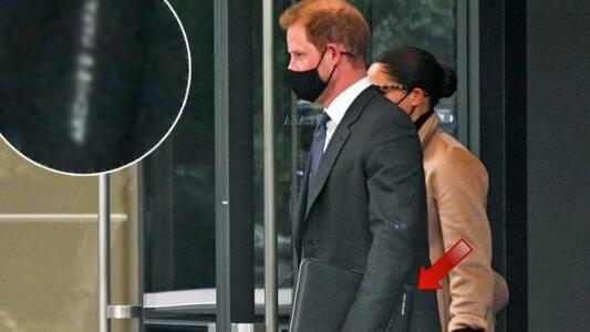 Descubren que el príncipe Harry lleva impresa en su maletín una encantadora frase