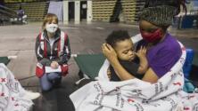 Voluntarios de la Cruz Roja trabajan para ayudar a los damnificados por el huracán 'Ida'