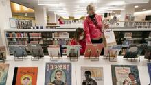 Bibliotecas de NYC eliminan los cargos por demora y perdonan las deudas existentes