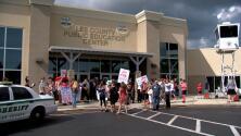 Nuevo mandato de mascarillas en escuela desata pelea en Fort Myers