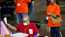 Un informe con errores y suposiciones engañosas: 5 claves de la auditoría electoral en Arizona