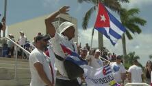 Juego del equipo cubano de béisbol en West Palm Beach estuvo marcado por protestas de miembros del exilio