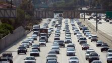 ¿Cómo fluye el tráfico vehicular en las principales vías de Los Ángeles este martes en la mañana?