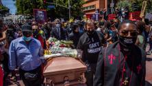 Pacífica y emotiva: así fue la ceremonia simbólica en Los Ángeles en honor a las víctimas del abuso policiaco