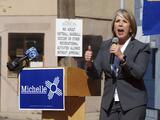 Grupos latinos presionan para que Michelle Lujan Grisham sea la vicepresidenta de Joe Biden
