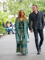 JLo y Ben Affkeck gozaron del otoño neoyorquino con un romántico paseo por Manhattan con apasionados besos de por medio.  <br>