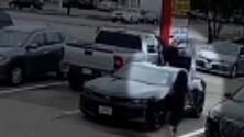 Buscan a sospechoso de robar a una mujer cuando salía de un negocio de cambio de cheques