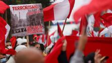 Así se vivió la gran marcha contra el terrorismo en Perú tras la muerte de Abimael Guzmán