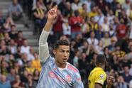 Young Boys se impone en el tiempo agregado al Manchester United durante la primera fecha de la UEFA Champions League, con marcador de 2-1. Cristiano Ronaldo abría con gol el encuentro al minuto 15', sin embargo la expulsión de Wan Bisaka complicó las cosas para los Red Devils, pues Moumi Ngamelu empató al 66' y ya al 90+5', Jordan Siebatcheu anotaba el gol de la victoria de los locales.