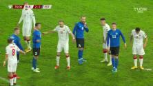¡Tarjeta Roja! Karl Rudolf Õigus recibe la segunda amarilla y se va del juego.