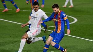 """Casemiro reconoce que Messi """"es una gran pérdida"""" para el Clásico"""