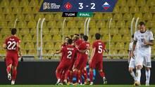 Turquía venció a Rusia y se metió en la pelea en el Grupo 3