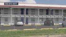 Ofrecen una recompensa para dar con el sospechoso de asesinar a un hombre en un Motel 6 en Austin