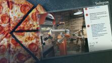 Cocinero robótico: Restaurante muestra el trabajo de su robot mientras hace pizza