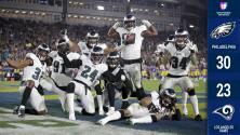 Eagles se aferra a la vida con victoria sorprendente en casa de los Rams