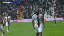 ¡Explota el estadio! Larin remata de cabeza y pone el 1-1 de Besiktas