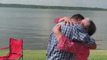 Un reencuentro memorable: entre lágrimas, un bombero y su madre se abrazan tras 38 años de haber sido separados