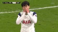 ¡TIRO ATAJADO! disparo por Heung-Min Son.