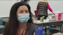 """""""¿Es normal tener fiebre por dos días tras recibir la vacuna?"""": profesional de la salud responde las dudas más comunes sobre las vacunas contra el coronavirus"""