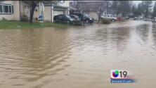 Casas y negocios cubiertos por el agua a causa de las inundaciones