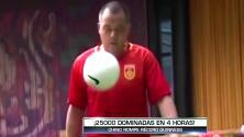 Ni Ronaldinho: profesor de primaria rompió el récord guinness con 25 mil 'dominaditas'