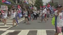 La marcha de los cubanos en Washington comienza a avanzar hasta la embajada del régimen castrista